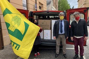 """""""A sostegno di chi ha più bisogno"""", Coldiretti dona 8 quintali di prodotti alimentari a Ven èulta"""