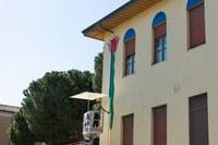 Agostino Iacurci al lavoro per la grande opera murale sulla facciata interna della Pascucci