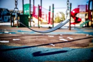 Al via la sostituzione dei giochi in alcuni parchi della città