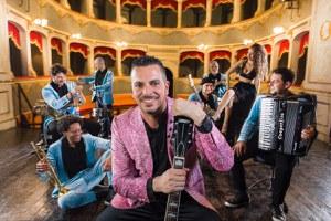 Allo Sferisterio la Notte Rosa con l'omaggio al Re del Liscio: venerdì 30 luglio il Balamondo World Music
