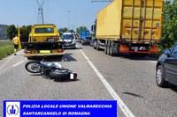Causa incidente a un motociclista e si dà alla fuga