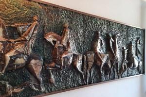 Donato alla città un bassorilievo del ceramista Guido Baldini
