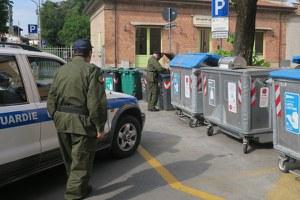 Errati conferimenti e abbandono dei rifiuti, scattano i controlli e le sanzioni