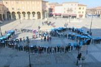 """Gli alunni delle scuole Franchini e Pascucci in piazza Ganganelli per il """"Safer Internet Day"""""""