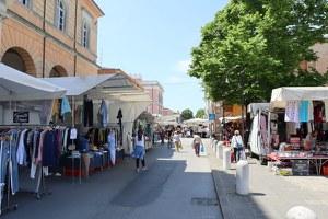 Il mercato del venerdì si estende in via Garibaldi