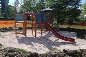 In via di conclusione la sostituzione dei giochi in sei parchi della città