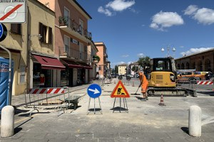 Lavori alla rete del gas, conclusa la prima parte: i banchi del mercato del venerdì tornano in via Ludovico Marini