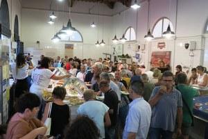 Mercato coperto di via Battisti, in tanti all'inaugurazione della pescheria comunale rinnovata