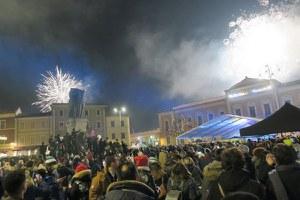 Piazza Ganganelli stracolma di pubblico conferma il successo del Capodanno in un km quadrato