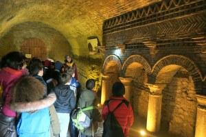 """""""Geologia a scuola"""", gli alunni delle elementari Pascucci e Ricci in visita alle grotte di Santarcangelo"""