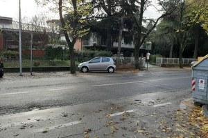 """Viale Marini, fermata autobus riqualificata e percorso protetto per gli studenti della scuola media """"Saffi"""""""
