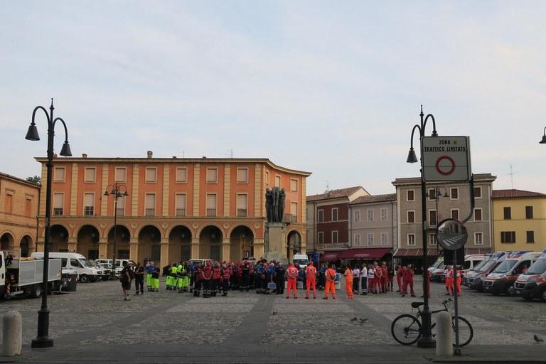 Raggruppamento Forze dell'ordine in piazza Ganganelli